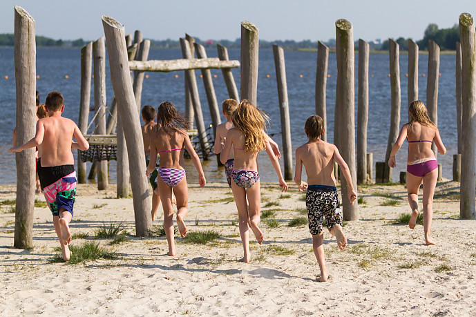 Zonnen Spelen Zwemmen Bij Midwolda Groeten Uit Groningen